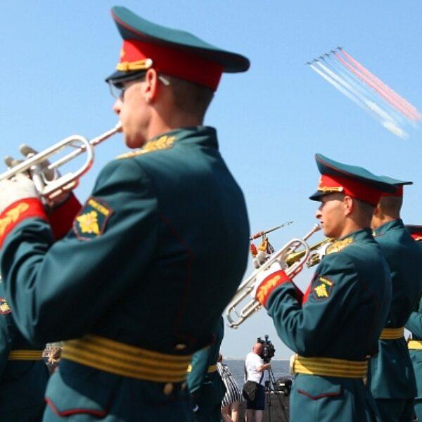 Концерт на Якорной площади в День ВМФ в Кронштадте