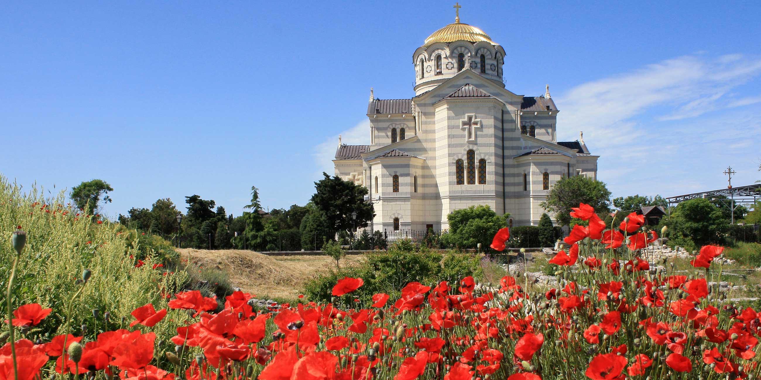 Зайдите в Свято-Владимирский собор, который был открыт в 1891 годуФото: Дмитрий Метелкин