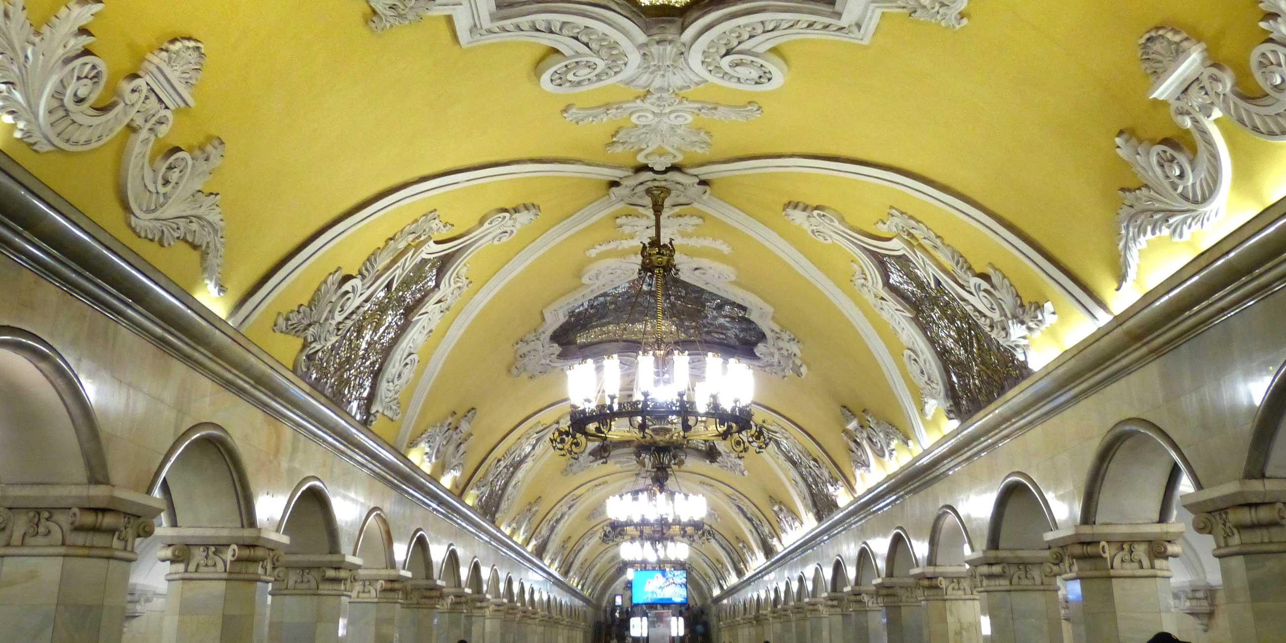вестибюль станции метро комсомольская