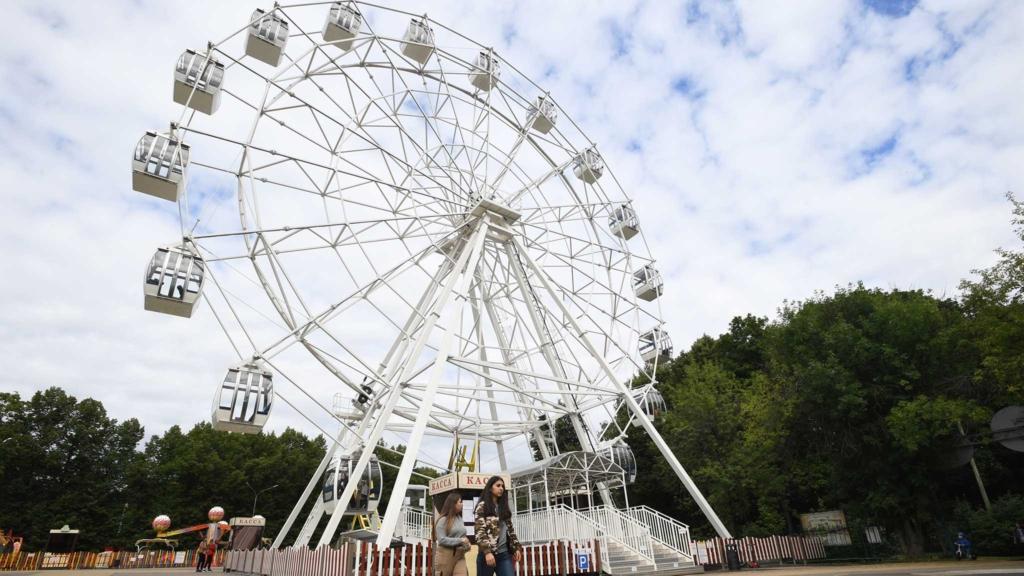 колесо обозрения в парке сокольники