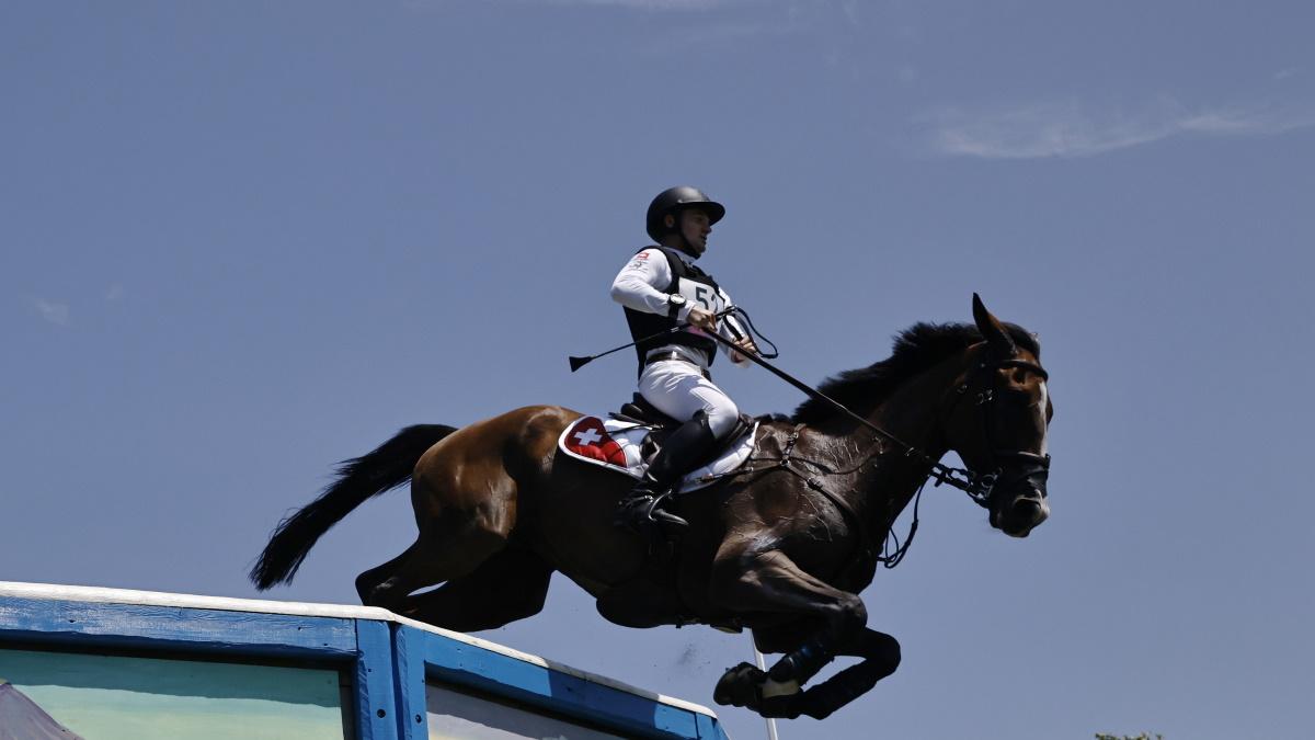 Робин Годель на коне Джет Сет во время прохождения трассы на Олимпиаде. Фото: REUTERS