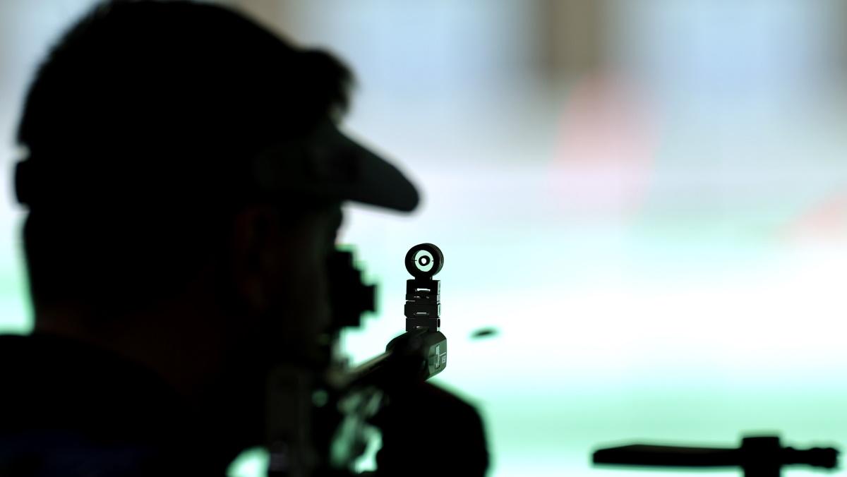 Стрелок Сергей Кулиш не совладал с нервами при стрельбе. Фото: REUTERS