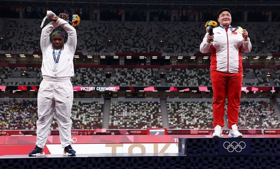 Американская толкательница ядра Рейвен Сондерс не будет наказана за свою инициативу во время награждения в Токио-2020. Фото: Инстаграм Рейвен Сондерс